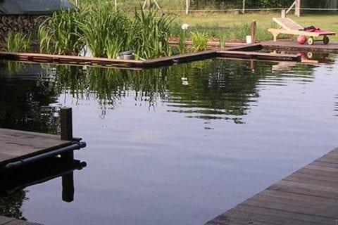 zwemvijver-met-hardhout-vlonders